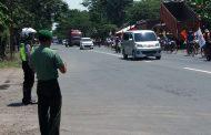 Polri - TNI Bersinegritas Mengamankan Rute Kirab Sepeda Onthel
