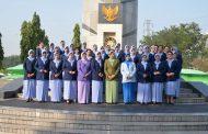 HUT Dhrama Pertiwi, Ibu PIA Surabaya Ziarah di TMP