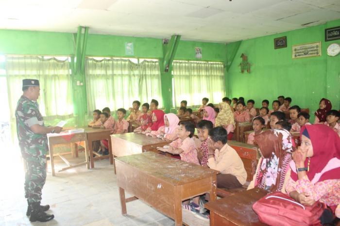 SDN 1 Karang Anyar Kedatangan Bintal Korem 084/Bhaskara Jaya