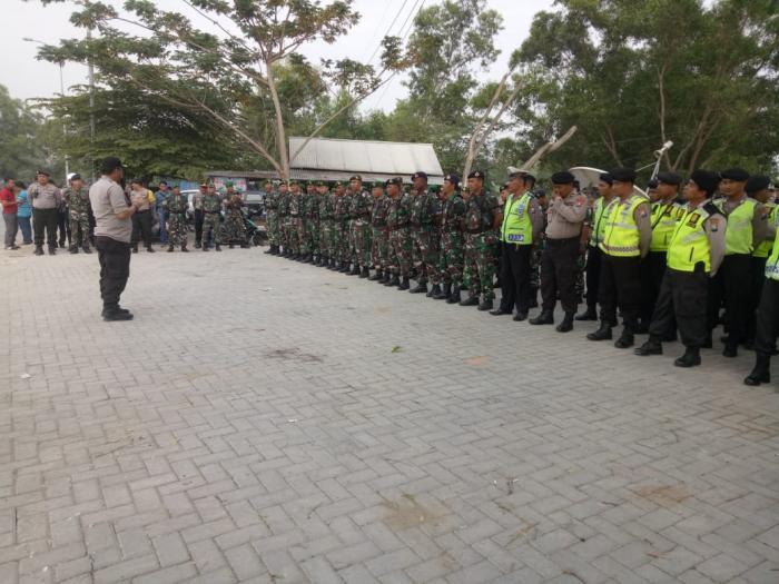 1 Sst Anggota Lanal Batuporon BKO Polres Bangkalan Back Up Pengamanan Rencana Unras Fgpm