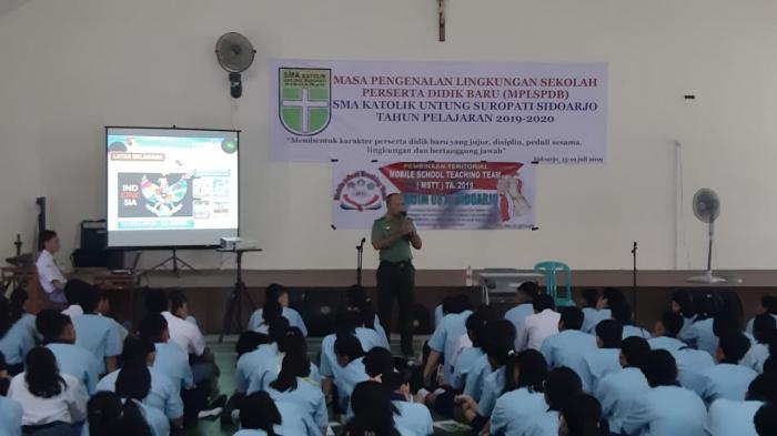 Tumbuhkan Nilai Kebangsaan Yonif Raider 515/Divif 2 Kostrad Berikan Pengarahan dan PBB di SMK PGRI 3 Tanggul