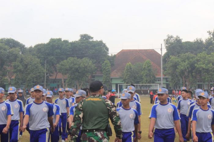 Yonif Raider 515/Divif 2 Kostrad Bentuk Pendidikan Berkarakter Siswa Siswi SMK PGRI 3 Tanggul