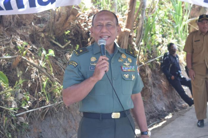 Brigjen TNI Sutjipto Kunjungi Rumah Mbok Inem