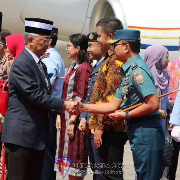 Kolonel Marinir Bambang Adriantoro Turut Menerima Kunjungan Kenegaraan Raja Malaysia