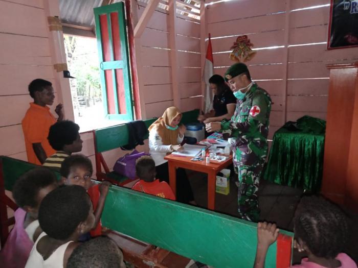 Satgas Yonif Mekanis Raider 411/Divif 2 Kostrad Laksanakan Penyuluhan Kesehatan di Perbatasan Pendiv2