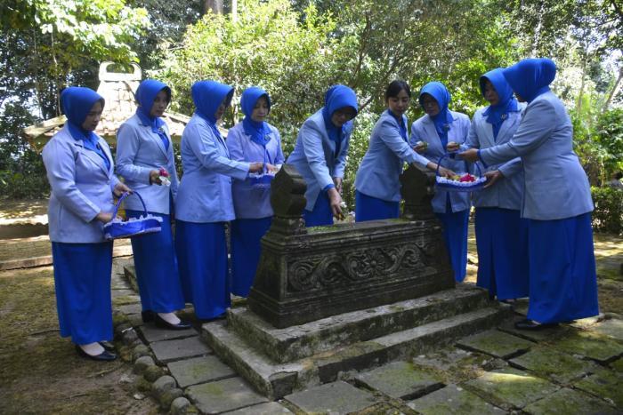 Jelang HUT Ke 73 Jalasenastri, Ketua Cabang 3 Korcab V Ziarah Makam Pendiri Jalasenatri