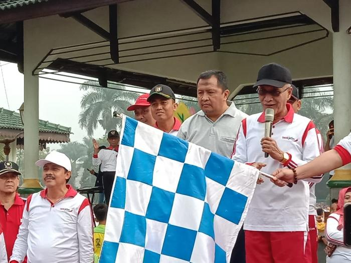 Menyambut HUT RI Ke-74 Tahun 2019, Yonif Raider 514 Kostrad Bersama Masyarakat Ramaikan Jalan-Jalan Sehat (JJS) di Bondowoso