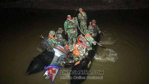 Kolonel Marinir Kresno Prastowo Tinjau Latihan Ratsus Marinir di Pesisir Gresik