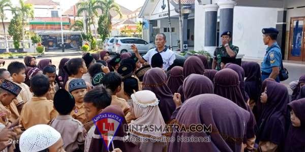 SD AT- Taqwa Tegalsari Kunjungi Wisata Edukasi Lanal Tegal