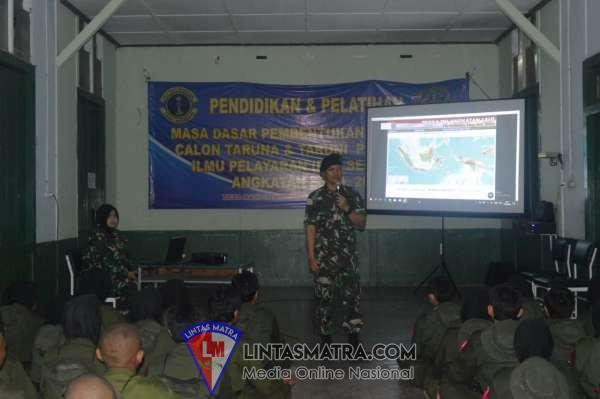 Peringati HUT ke-74 TNI AL,  Lanal Tegal Ajak Unsur Maritim dan Masyarakat Bersih-bersih Pantai