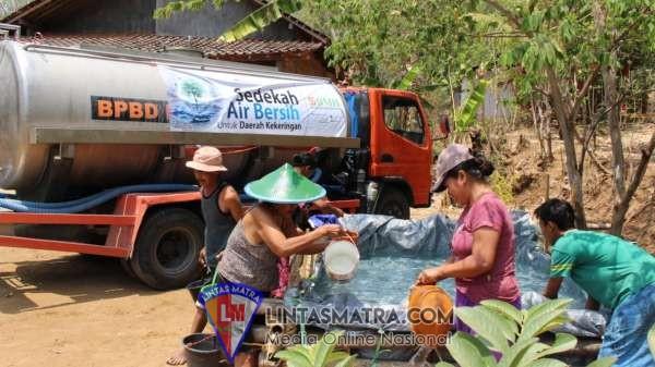 Pasokan Air Warga Habis, BMH Kirim Bantuan Air Bersih di Ponorogo Krisis air bersih terus dirasakan warga di beberapa daerah di Indonesia