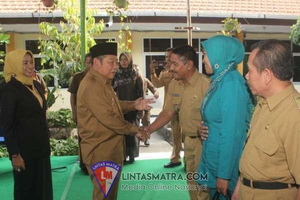 Bupati Hadiri Pelantikan Tiga PNS Kecamatan Prambon Jabat Pj Kades di Kecamatan Prambon