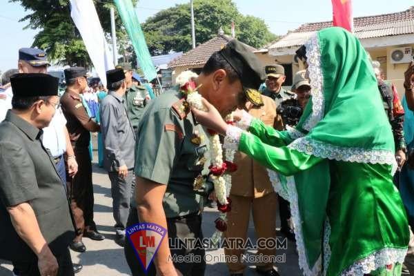 Gubernur Jatim Khofifah : TMMD Sarana Kuat Bangun Integrasi Bangsa dan Integrasi Sosial