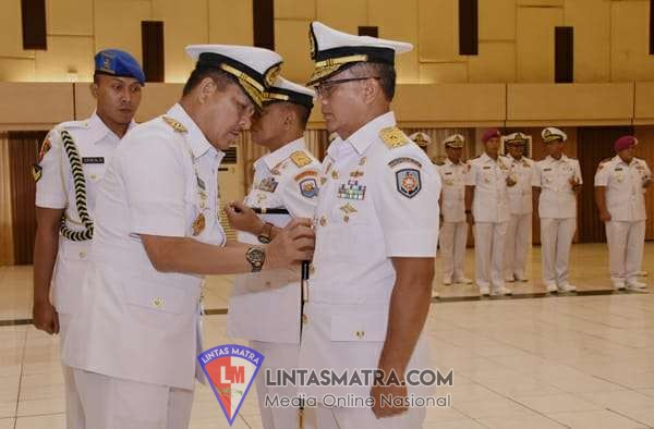 Peringati HUT KE-74 TNI, Danlanal Tegal Ziarah Ke TMP Pura Kusuma Negara