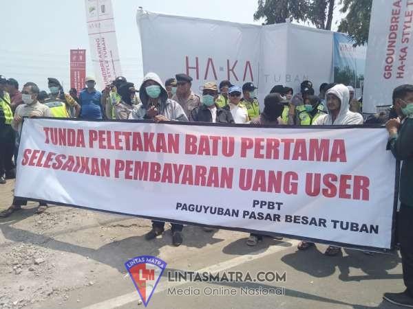 Paguyuban Pasar Besar Tuban Gelar Aksi Demo Saat Prosesi Peletakan Batu Pertama Oleh Bupati Fathul