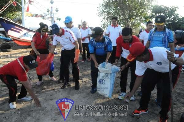 Prajurit Lanal Denpasar Bali Ikuti Gertak Bersih Pantai Kelan