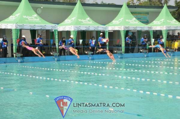 Sambut Hari Pahlawan,  Komandan dan Personel Lanal Semarang Ikuti Olahraga Bersama TNI/Polri dan Masyarakat