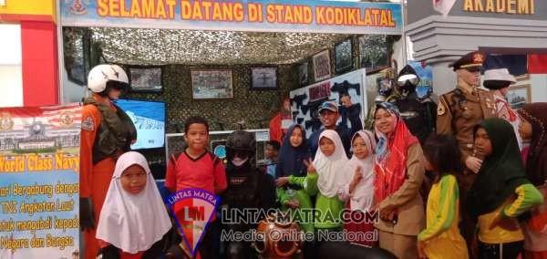 Peringati Hari Nusantara 2019 Stand Pameran Alutsista Kodiklatal Banjir Pengunjung