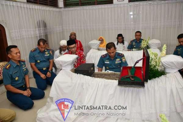 Jelang Pengukuhan KRI Semarang 594, Danlantamal V Pimpin Ziarah Rombongan di Makam Kyai Ageng Pandanaran