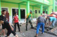 Prajurit Yonif Raider 515/Divif 2 Kostrad Turut Serta Dalam Karya Bakti Pengecoran Atap Ponpes Miftahul Ulum Jember