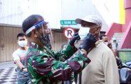 Pangdam bersama Forkopimda Jatim Turun ke Jalan Ingatkan Warga Surabaya