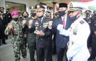 Komandan Lanal Banyuwangi Beri Kejutan Kepada Kapolresta Banyuwangi
