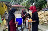 Perangi Corona, Mahasiswa UMM Edukasi Cuci Tangan 6 Langkah Kepada Anak - Anak Papua