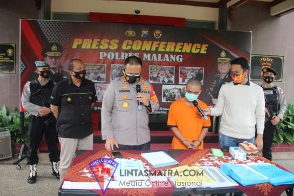 Viral.. Satreskrim Polres Malang Pakaikan Kaos Orange Kepada Mantan Kades Slamparejo