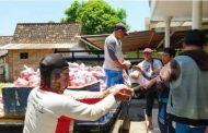 IKSASS Situbondo Bagikan 3 Ton Buah Tomat dimasa Pandemi Covid 19