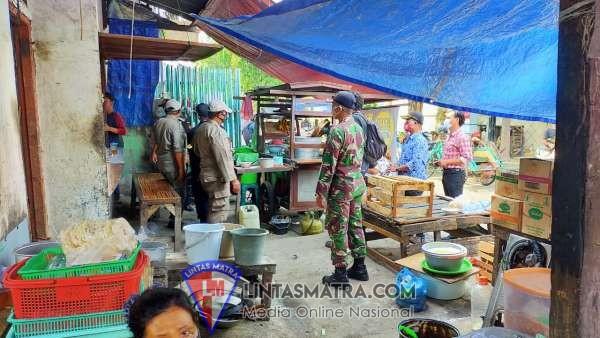 Serentak, Petugas Gabungan Razia Pasar Rakyat di Surabaya