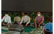 Bupati Situbondo, H.Karna Suswandi bagikan Ratusan Sembako Ramadhan kepada Abang Becak