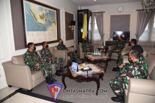 Gubernur AAL Terima Kunjungan Kerja Komandan Lantamal V