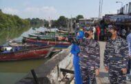 Peringati HUT Ke-76 TNI AL, AAL Gelar Program Kali Bersih di Kampung Nelayan Morokrembangan