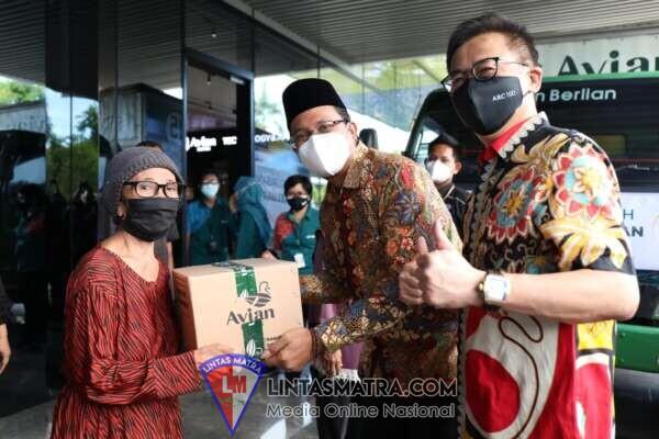 Bupati Gus Muhdlor Ajak Pengusaha Bantu Masyarakat Terdampak Pandemi, Pabrik Cat Avian Sumbang 2.000 Paket Sembako