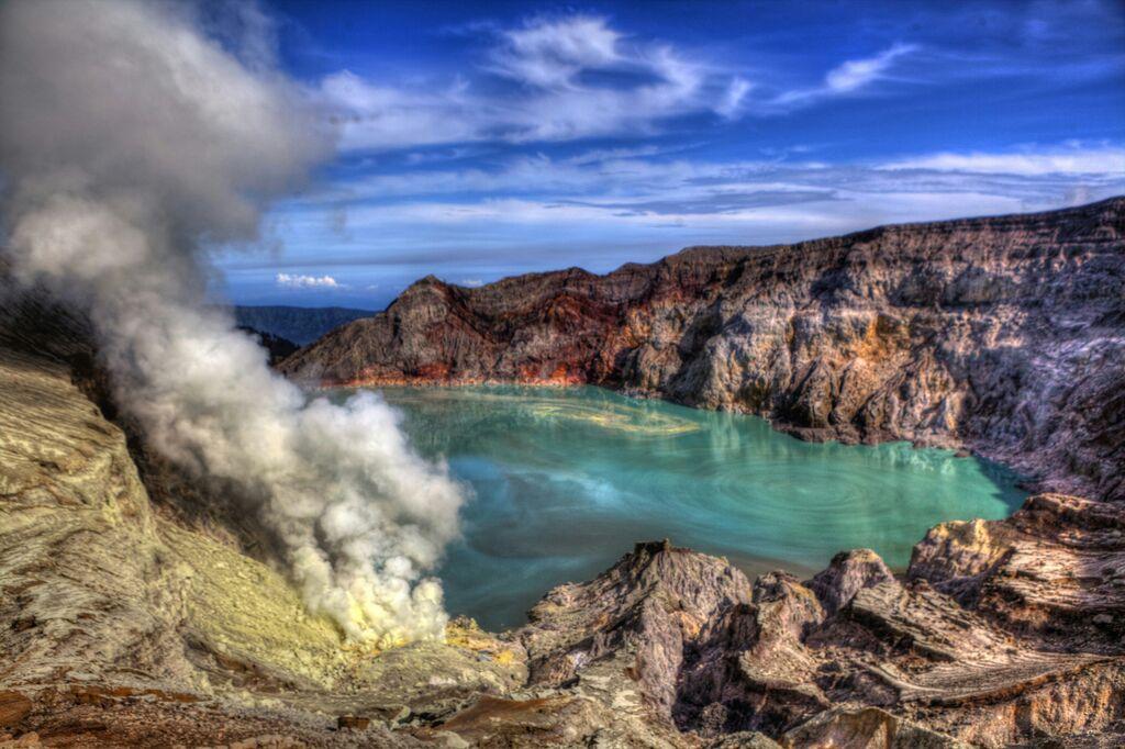 Paparkan Gas Beracun, Pendakian Ke Gunung Ijen Di Tutup Sementara