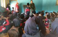 Serma Abdul Jalil Anggota Kodim 0820 Probolinggo Beri Materi Wasbang Murid MI Nurul Hasanain