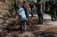Sinergitas Warga Dusun Wedusan Dengan Satgas TMMD Ke 102 Bersih - Bersih Lingkungan Desa