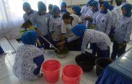 Kreatif, Isi Waktu Senggang Istri Prajurit Lanal Semarang Belajar  Ecoprint