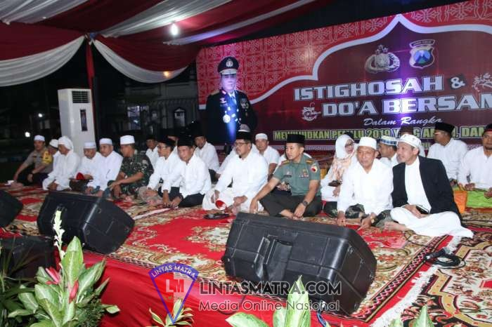 Jelang Pemilu 2019 Prajurit Lanal Batuporon Hadiri Istigosah Bersama Polri Di Mapolres Bangkalan