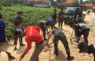 Latsitardanus XXXIX Satlak Kijang Laksanakan Karya Bakti di Desa Sokalelah Pamekasan