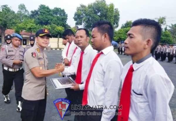 Anggota Yang Prestasi Dapat Penghargaan Reward Langsung Dari Kapolres Pasuruan