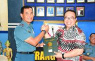 Kepala BPN  Surabaya l Serahkan Sertifikat Tanah TNI AL Jajar Tunggal Wiyung Kepada Komandan Lantamal V