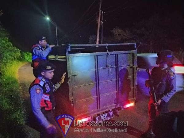 Muat Sapi Tengah Malam, Satsabhara Polres Batu Hentikan Kendaraan Pick Up