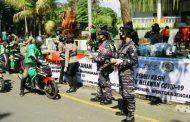 KOWAL LANAL DENPASAR  BERSAMA-SAMA WAN TNI DAN POLWAN POLDA BALI BAGIKAN 500 PAKET KONSUMSI DAN PERLENGKAPAN KESEHATAN