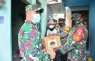 Hari kedua PSBB, TNI-POLRI bersama Komunitas Kasih Untuk Arema bagikan 2500 paket Sembako