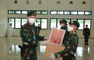 Pangdivif 2 Kostrad Serahkan Bingkisan Lebaran Kepada Prajurit dan Warakawuri Divif 2 Kostrad