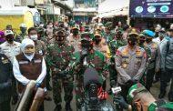 PANGLIMA TNI BERSAMA KAPOLRI SERTA GUBERNUR JATIM DAN BUPATI MALANG LAKUKAN KUNJUNGAN KE PASAR SINGOSARI