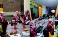 Mudah dan Murah! Kelompok 26 PMM-UMM Ajarkan Pembuatan Hand Sanitizer Alami