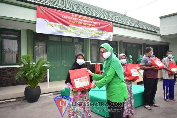 Jumat Berkah, Persit KCK Cabang L Kodim 0831 Surabaya Timur Bagikan Sembako.