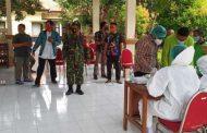 Babinsa Gadingrejo Pantau Pelaksanaan Rapid Test Anggota KPPS Di Kantor Kecamatan